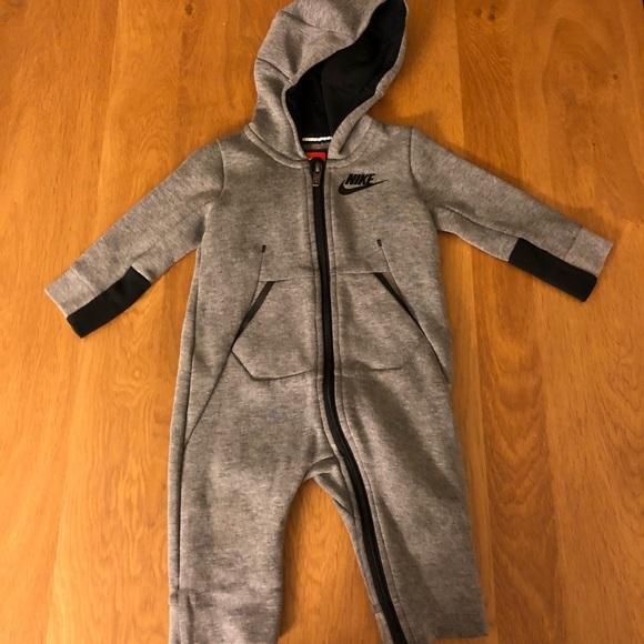 sports shoes 07d7d 6b2c6 Baby Nike tech fleece sweatsuit! M 5abaddd6a4c485466285bf31
